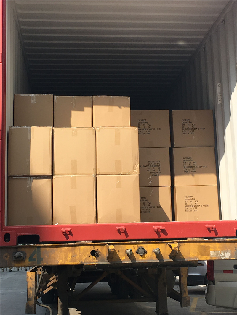 Loading container 024